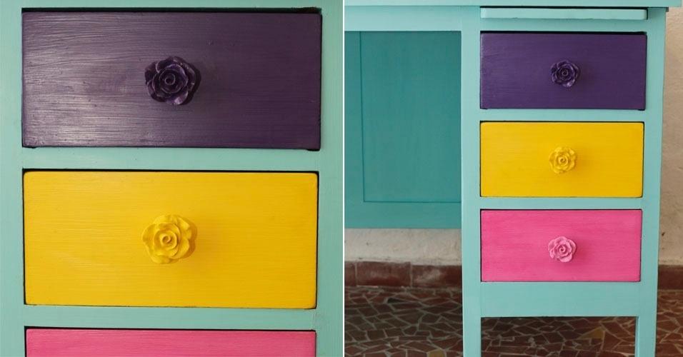 Para as meninas, Vania realçou as gavetas com cores mais fortes e o puxador em resina de rosa