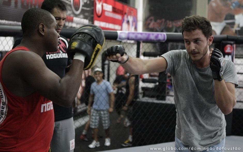 Para finalizar, ele treina boxe com Edivaldo Badola, professor da modalidade e atual campeão brasileiro