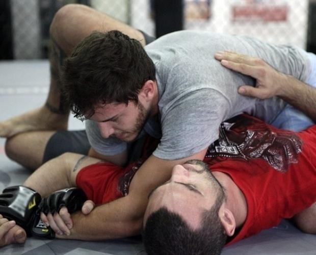 Vinicius Spartan, professor de muay thai e MMA, treina com Klebber
