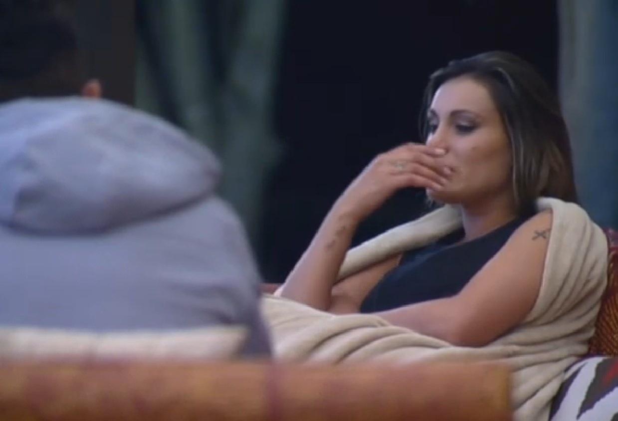 28.jul.2013 - Andressa Urach chora ao falar de voto que a colocou na roça