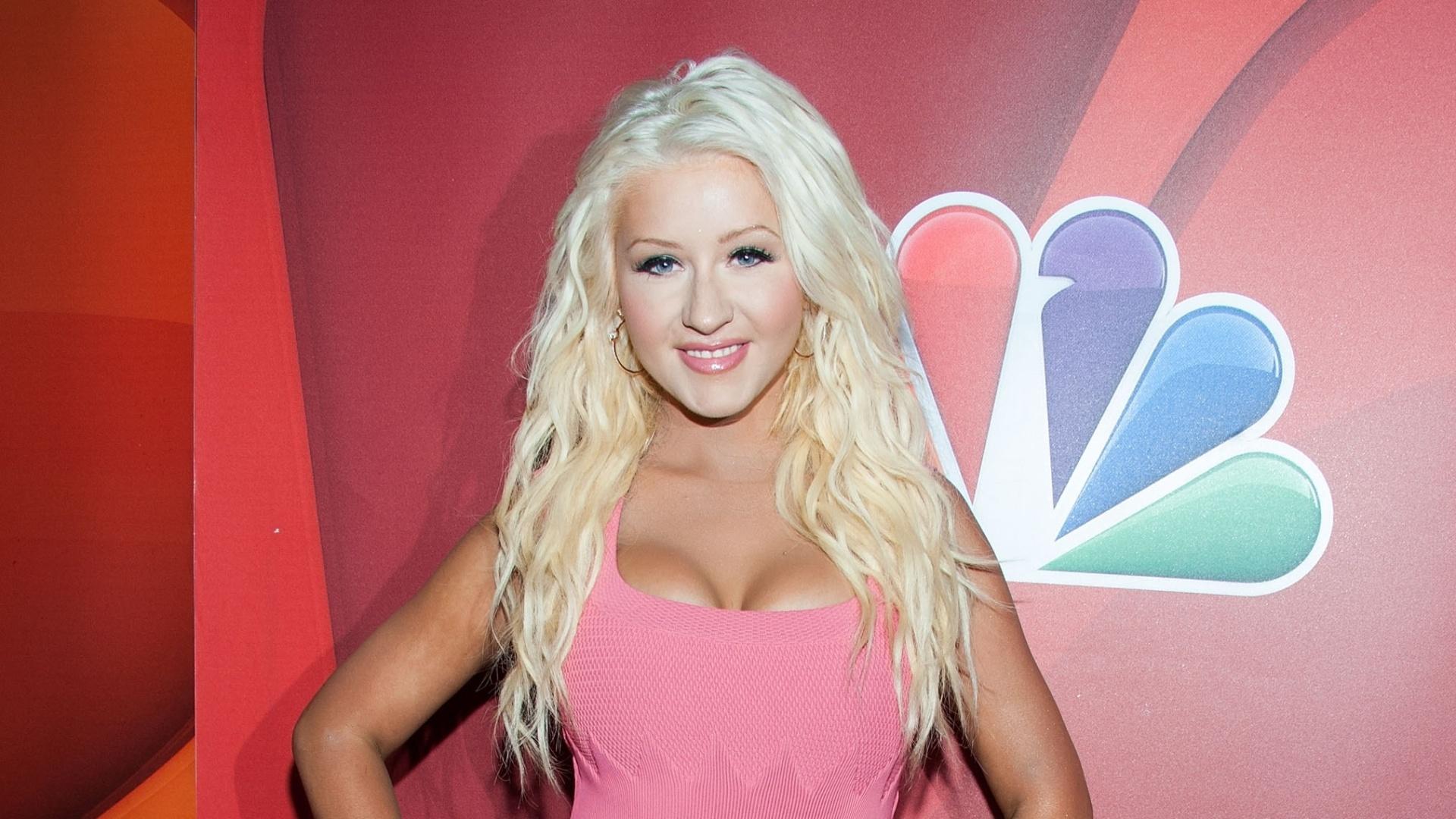 27.jul.2013 - Christina Aguilera aparece cerca de 10 kg mais magra em evento do reality