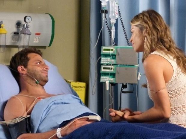 """Em """"Flor do Caribe"""", Cassiano sobrevive à cirurgia e diz que ajudará Dom Rafael"""