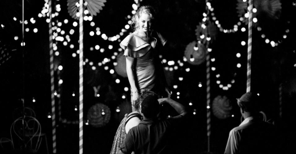 30.jul.2013 - Uma Thurman estrela o Calendário Campari 2014, que tem o nome