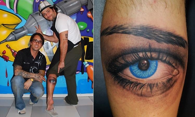 """Bruno Gagliasso decidiu homenagear """"uma mulher muito especial"""" com uma tatuagem de um grande olho azul. O desenho foi inspirado em uma gravura do artista gráfico holandês M.C.Escher. Apesar de Gagliasso não revelar quem é a homenageada, a mãe e a mulher do ator, Giovanna Ewbank, têm olhos azuis"""