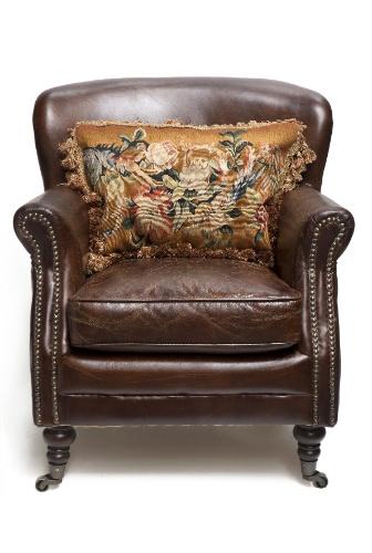 A poltrona Bergere Club Chair é fabricada de couro italiano e mede 70 cm por 74 cm por 78 cm. O item é vendido na Secrets de Famille (www.secretsdefamille.com.br) por R$ 5.773 I Preços pesquisados em julho de 2013 e sujeitos a alterações