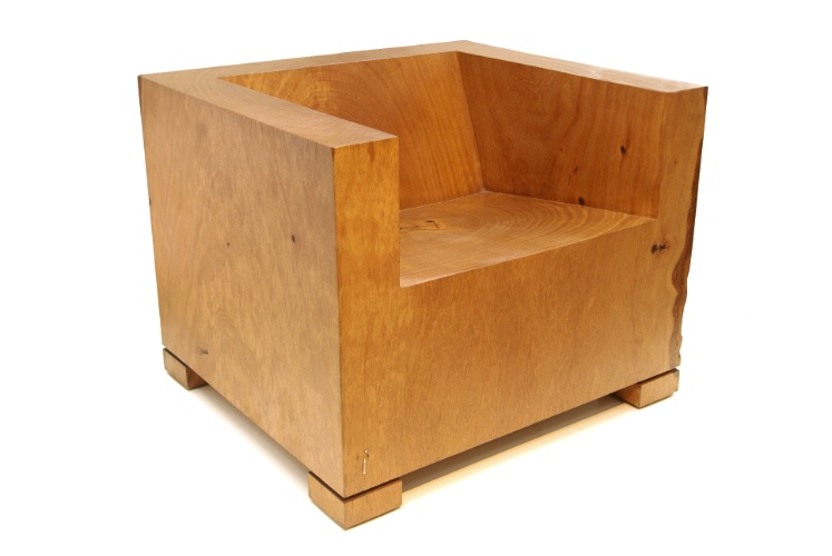 A poltrona Uba é feita toda de madeira e mede 84 cm por 75 cm por 66 cm. O móvel da Tora Brasil (www.torabrasil.com.br) sai por R$ 17.080 I Preços pesquisados em julho de 2013 e sujeitos a alterações