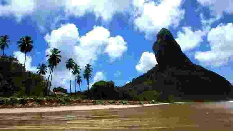 Da praia da Conceição é possível admirar o Morro do Pico, outro símbolo de Fernando de Noronha - Leandro Pagliaro/UOL - Leandro Pagliaro/UOL