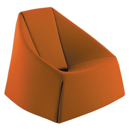 De origem italiana (Casamania), a poltrona Ubu é assinada pelo designer Mario Guidarelli. A peça com estrutura metálica recoberta de tecido é vendida na Benedixt (www.benedixt.com.br) por R$ 11.515 I Preços pesquisados em julho de 2013 e sujeitos a alterações