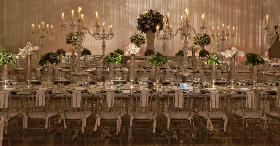 Decoração de casamento sóbria e, ao mesmo tempo, requintada, feita pela Enjoy Festas (www.enjoyfestas.com.br)