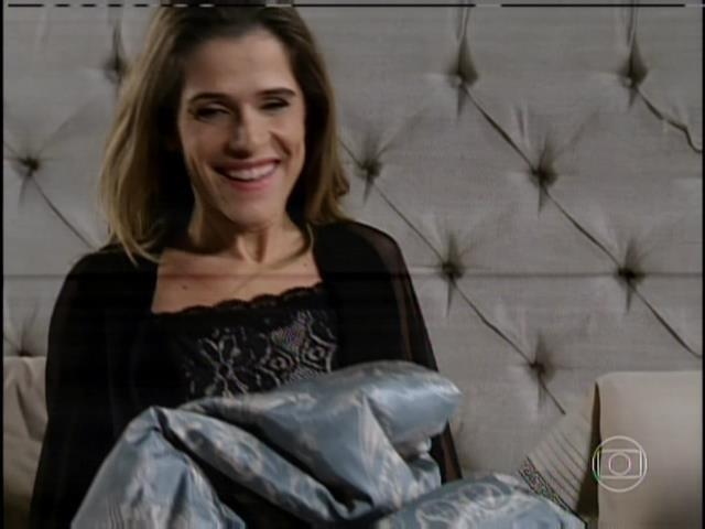 """1.ago.2013 - No capítulo de """"Sangue Bom"""" que foi ao ar nesta quinta, Tina (Ingrid Guimarães) se vingou da patroa, Bárbara Ellen (Giulia Gam) em sonho"""