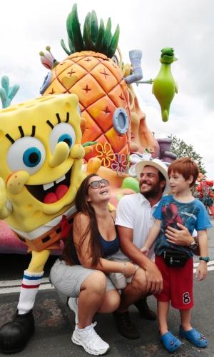1.ago.2013 - Rodrigo Lombardi aproveitou as férias em família para visitar o Universal Orlando Resort, durante sua recente passagem pela cidade de Orlando, Estados Unidos