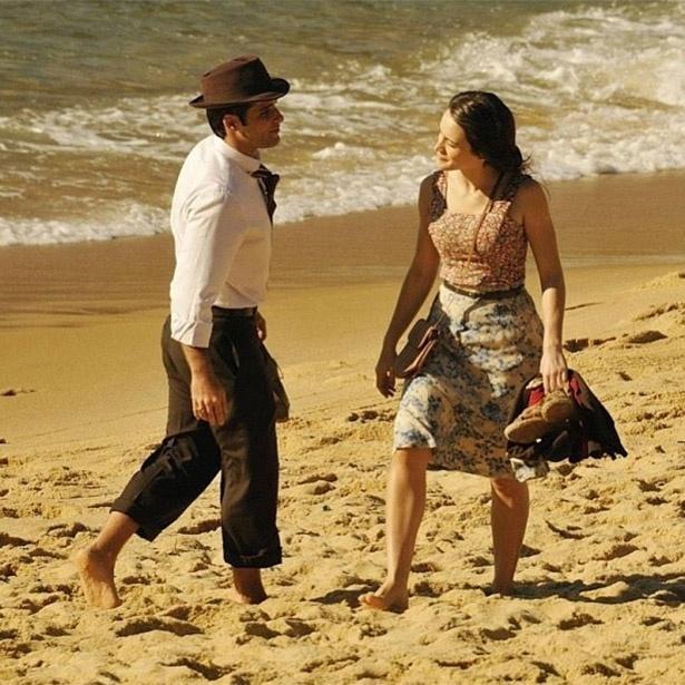 """Bruno Gagliasso e Bianca Bin gravam cenas na praia para a novela """"Joia Rara"""", prevista para estrear em setembro. A trama de Thelma Guedes e Duca Rachid se passará em nos anos 1940"""
