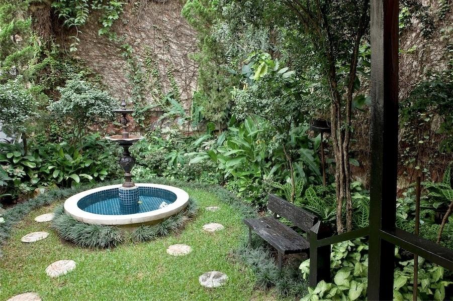 Chafariz que fica no jardins dos fundos da casa, no centro de SP (imagem cedida ao UOL Casa e DEcoração, usar apenas no respectivo material)