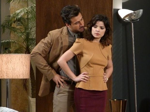 """Em """"Amor à Vida"""", Jacques descobre que Aline é amante de César e a ameaça"""