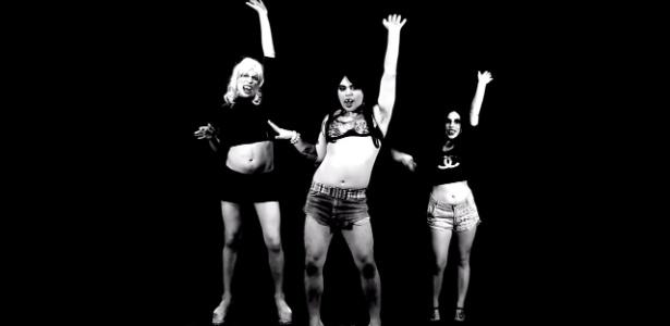 """Imagem do vídeo """"Show das Horrorosas"""", paródia do clipe de """"Show das Poderosas"""", da funkeira Anitta, feita pelo Programa Galo Frito - Reprodução"""