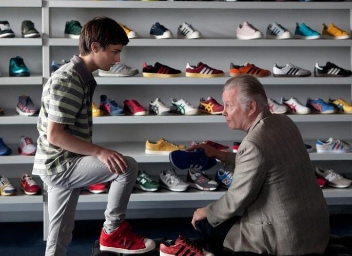 "Mickey (Jon Voight ) e o neto Conor (Devon Bagby), em ""Ray Donovan"""
