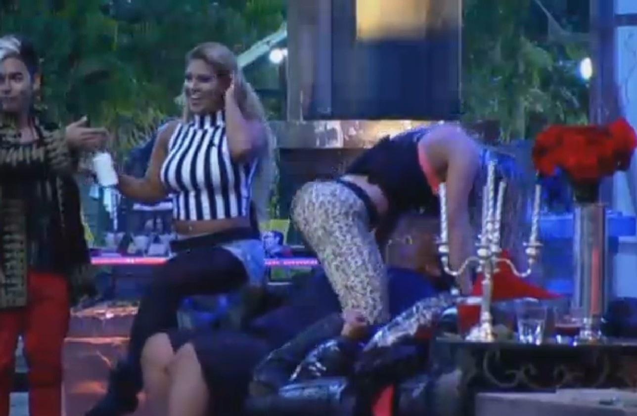 02.ago.2013 - Andressa Urach faz dança sensual em cima de Gominho