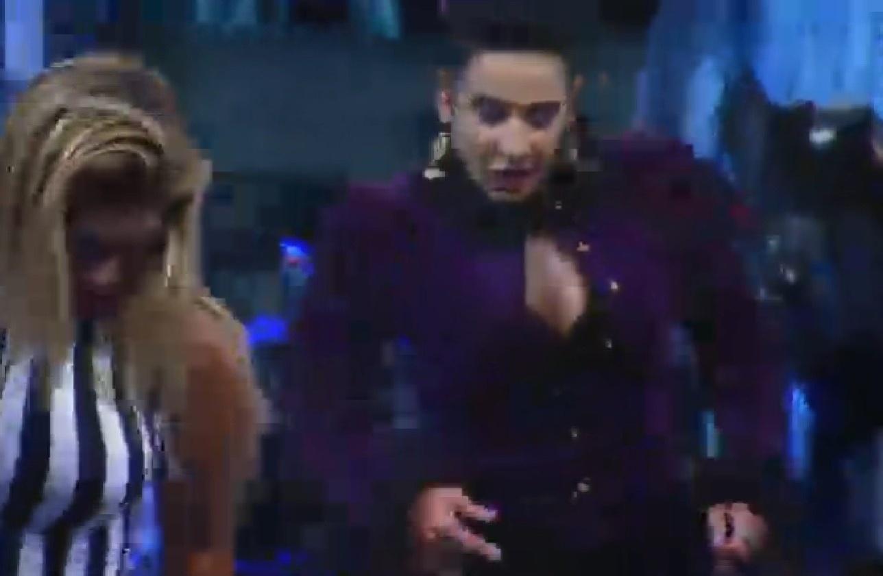 02.ago.2013 - Scheila Carvalho comanda coreografias na pista de dança
