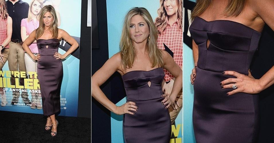 1.ago.2013 - De vestido justo, Jennifer Aniston exibe barriga protuberante na pré-estreia de seu novo filme,
