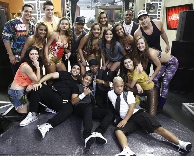 """2.ago.2013 - Bonde das Maravilhas e o Bonde dos Novinhos participam de ensaio do """"Dança dos Famosos"""""""
