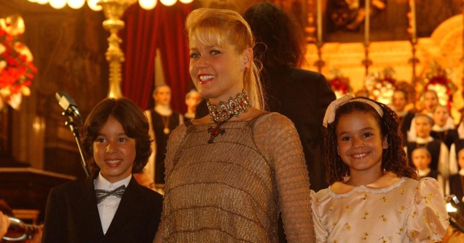 Bruna Marquezine aparece ao lado de Xuxa e Bruno Abrahío no especial
