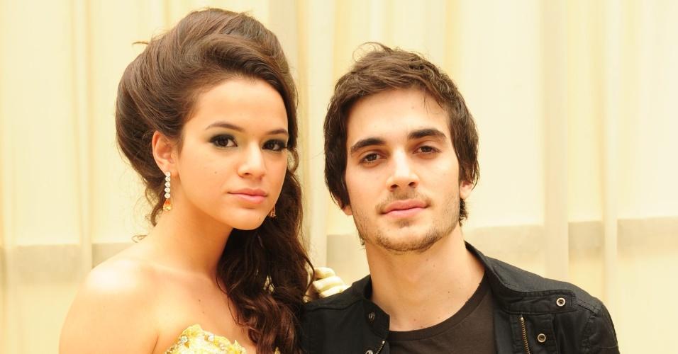 """Bruna Marquezine posa ao lado de Fiuk. Os dois viveram Belezinha e Agenor, respectivamente, em """"Aquele Beijo"""", trama exibida em 2011 na Globo"""