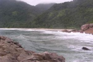 Praia de Trindade, que fica 23 km ao sul de Paraty