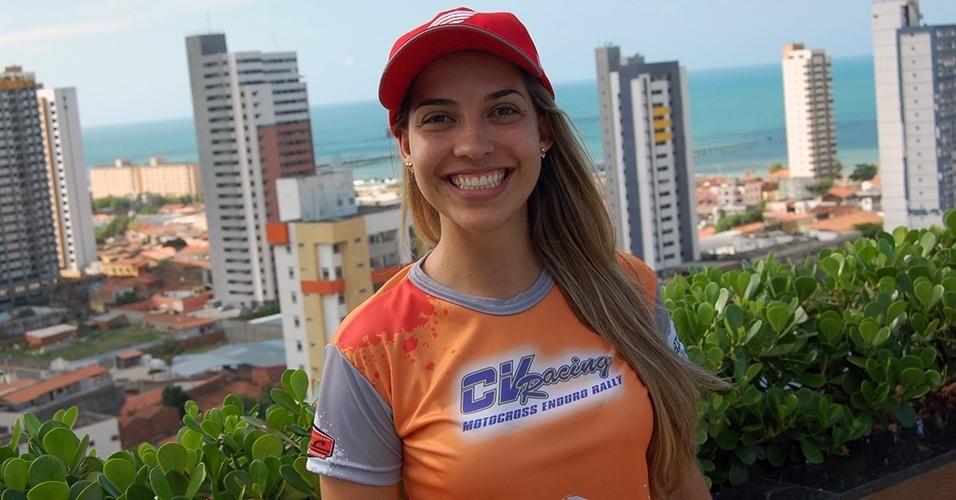 Sabrina Katana: quem vê seu sorriso não acredita o que ela faz com uma moto