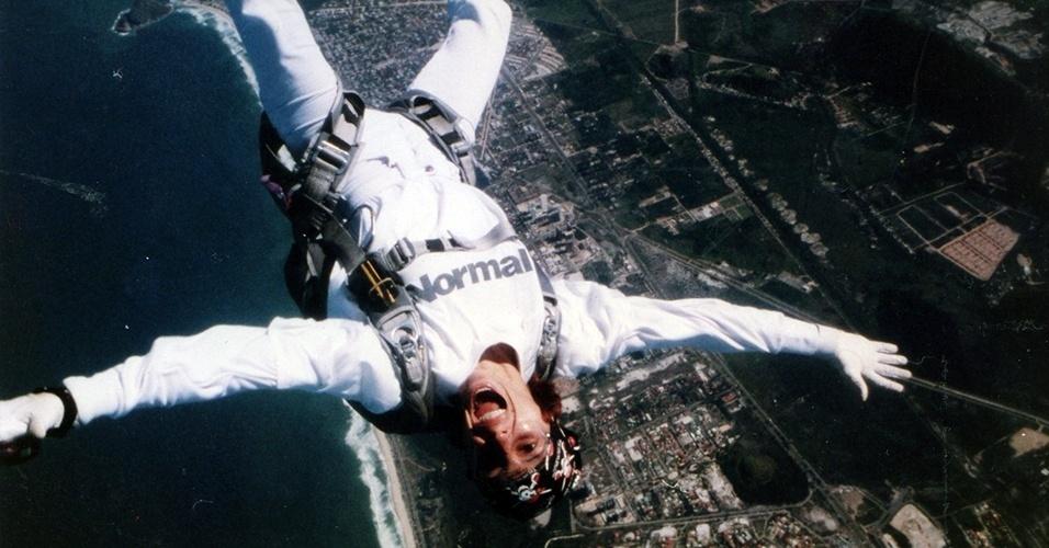Simone Souza é paraquedista há mais de 20 anos