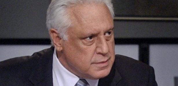 """Em """"Amor à Vida"""", César ordena que Félix fique dentro do armário"""