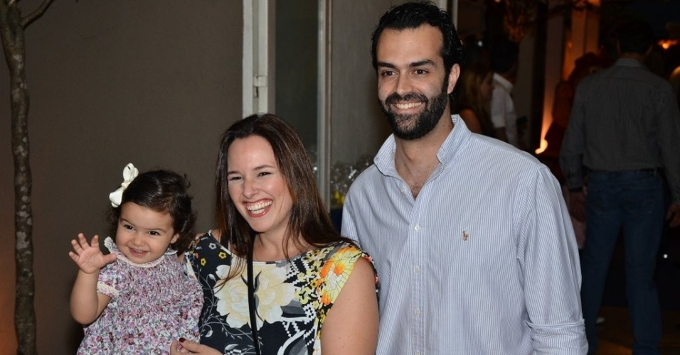 04.ago.2013 - Acompanhada da família, a cantora Mariana Belém prestigia o aniversário de Rafaella Justus
