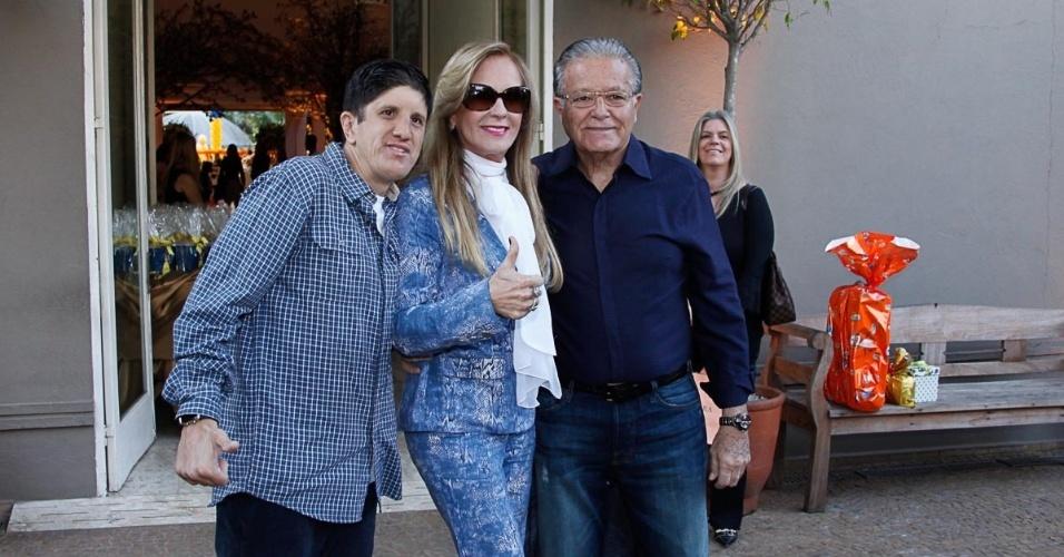 04.ago.2013 - Helô Pinheiro e família