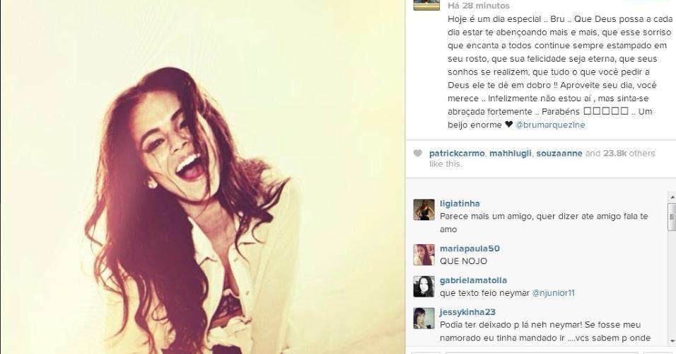 3.ago.2013 - Neymar deseja feliz aniversário para namorada Bruna Marquezine