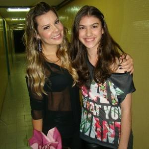 Nova Mili, Giovanna Grigio (à dir.) conhece Fernanda Souza e comemora