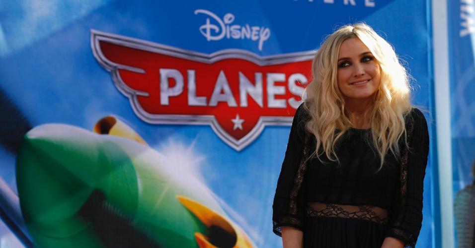 """5.ago.2013 - Ashlee Simpson no tapete vermelho do Teatro El Capitan, em Hollywood, para a estreia mundial de """"Aviões"""", novo filme da Disney"""