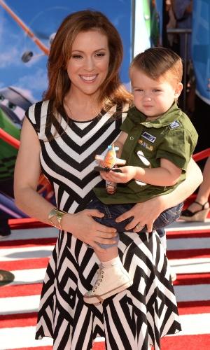 """5.ago.2013 - Jayne Milano, atriz dos seriados """"Who's the Boss?"""" e """"Charmed"""" apareceu no tapete vermelho com o filho"""