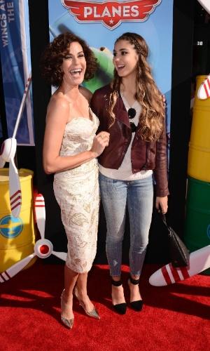 """5.ago.2013 - Teri Hatcher e Emerson Hatcher na estreia mundial de """"Aviões"""""""