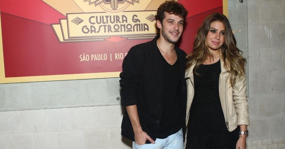 6.ago.2013 - Jayme Matarazzo e Luiza Tellechea na inauguração do restaurante Paris 6 na Barra da Tijuca, no Rio de Janeiro