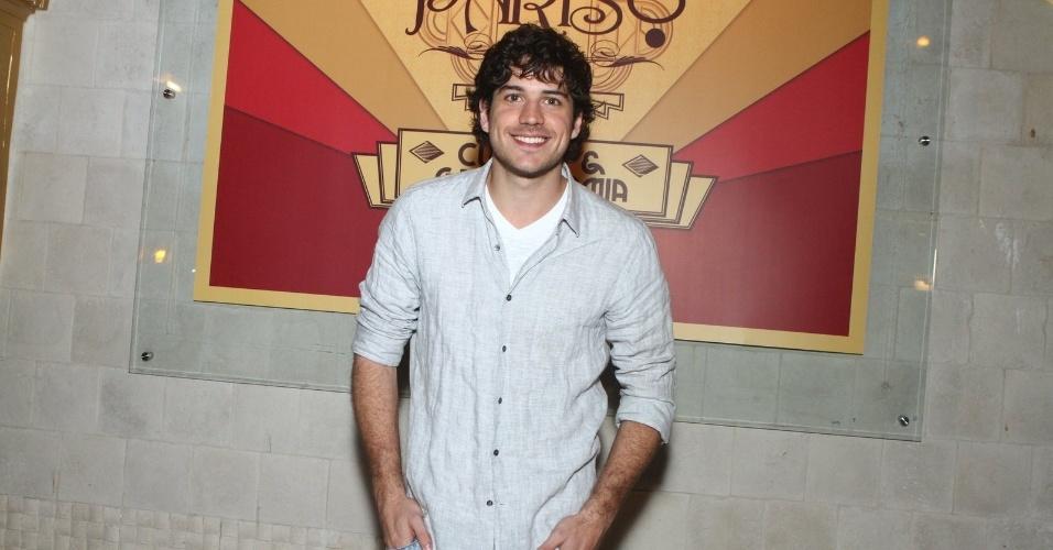 6.ago.2013 - Marco Pigossi na inauguração do restaurante Paris 6 na Barra da Tijuca, no Rio de Janeiro
