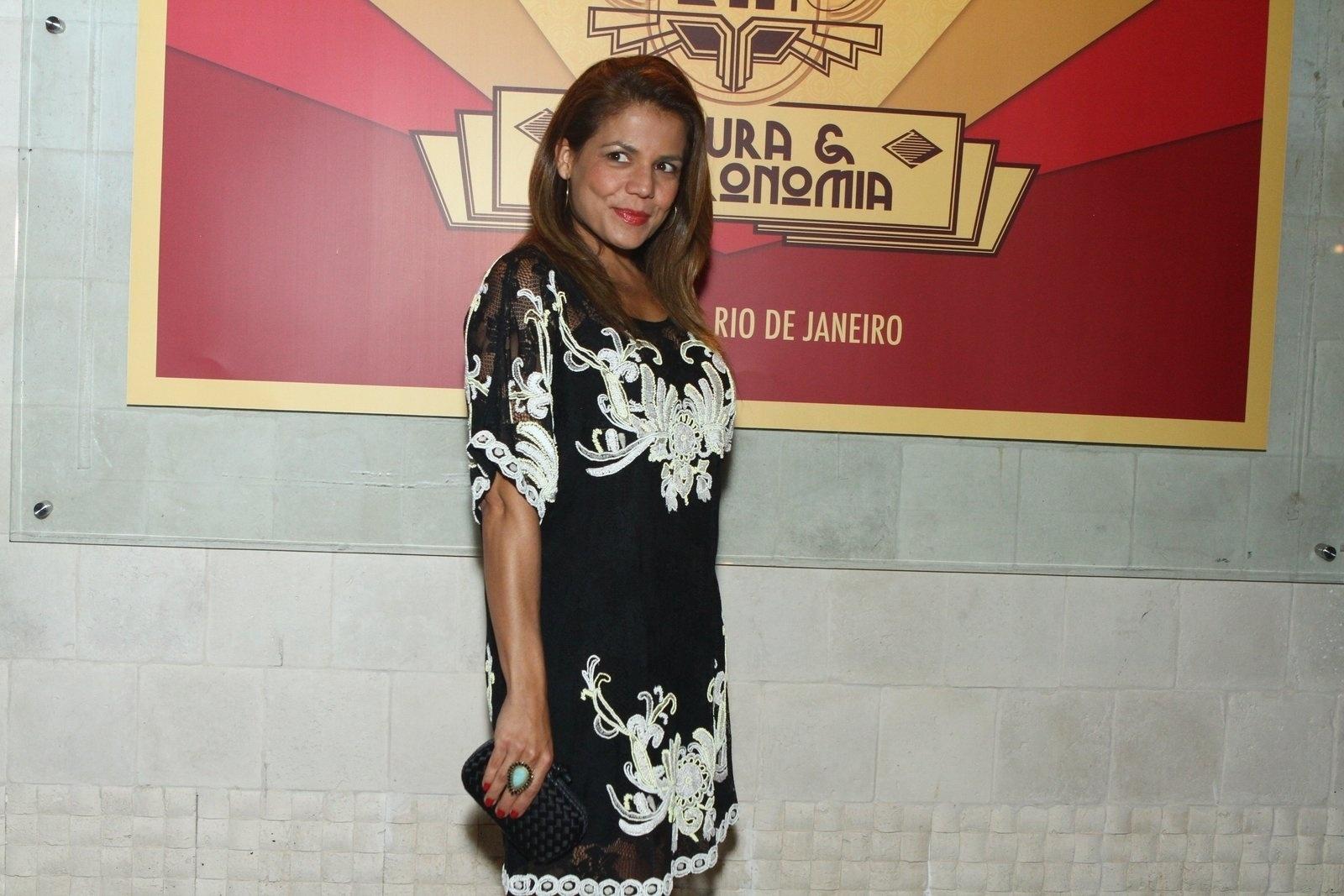 6.ago.2013 - Nívea Stelmann na inauguração do restaurante Paris 6 na Barra da Tijuca, no Rio de Janeiro