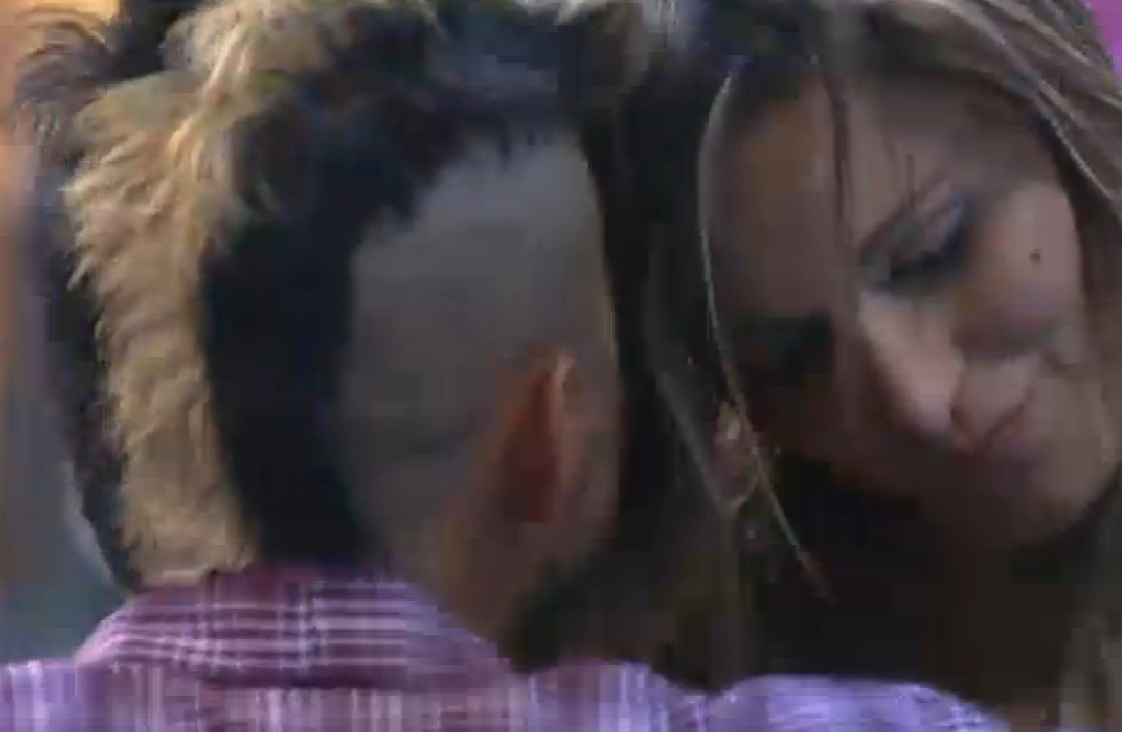 07.ago.2013 - Após dispensar Mulher Filé, Yudi convida Andressa a dormir com ele