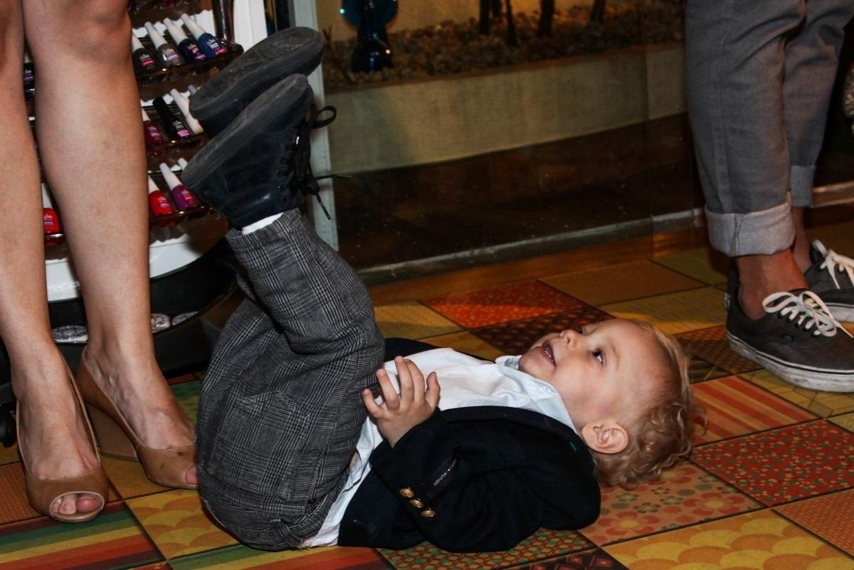 08.ago.2013 - Davi faz graça durante brincadeira em evento em São Paulo