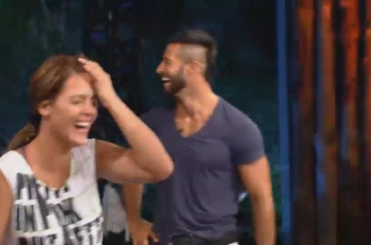 08.ago.2013 - Denise Rocha se diverte durante aula de street dance