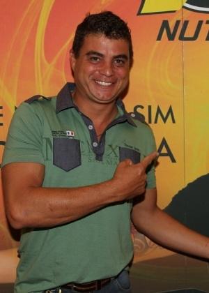 O ex-BBB Dhomini no lançamento de sua linha de suplementos alimentares de Gusttavo Lima, em Goiânia