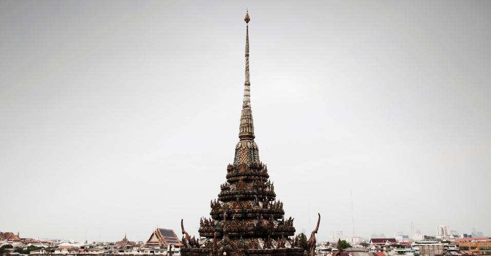 A região às margens do Chao Phraya vem passando por uma transformação: galpões vazios foram transformados em mercados noturnos para os turistas; restaurantes e hotéis boutique são inaugurados aqui e ali e o Grand Palace e Wat Arun (Templo da Aurora) ganharam uma iluminação noturna espetacular