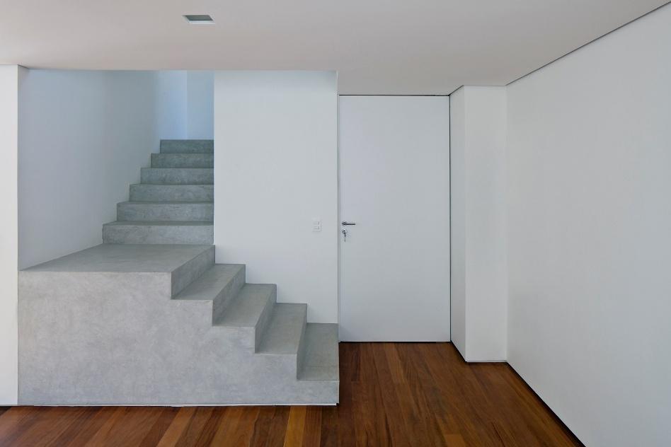reforma inspirada em obras de arte cria casa com tr s