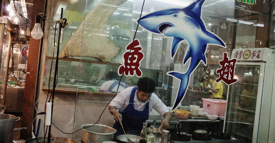 Restaurante da Chinatown de Bangcoc serve barbatanas de tubarão