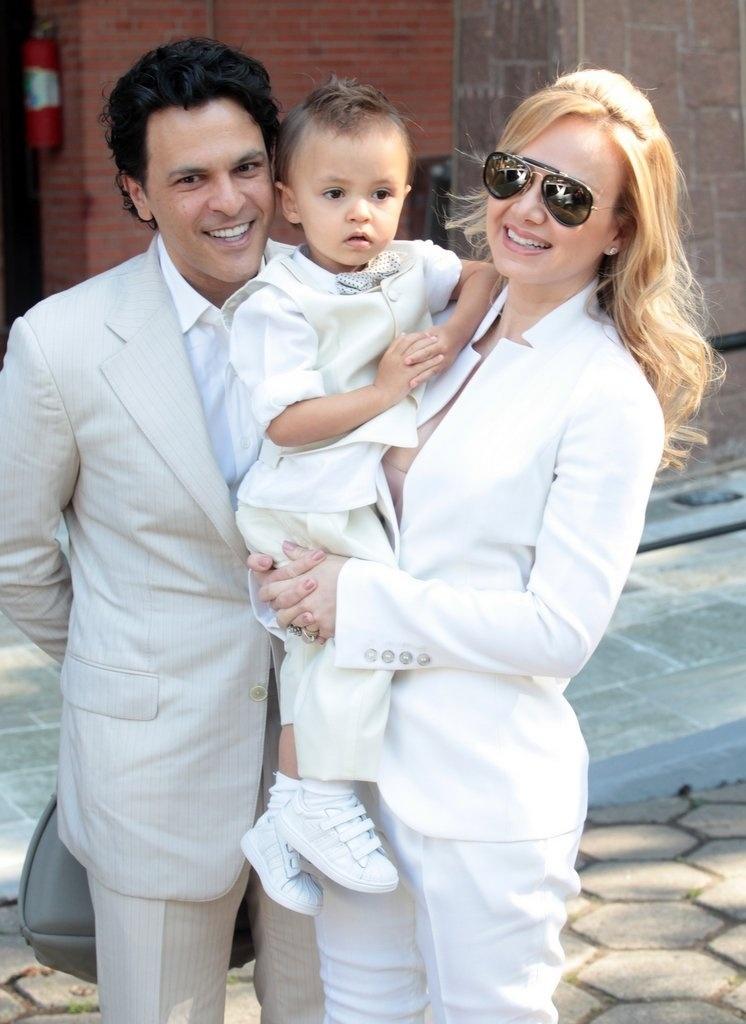 10.ago.2013 - Eliana e João Marcelo Bôscoli batizam o filho Arthur em igreja anglicana em São Paulo
