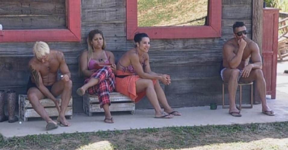 10.ago.2013 - Peões falam sobre os pais e Scheila elogia o marido: