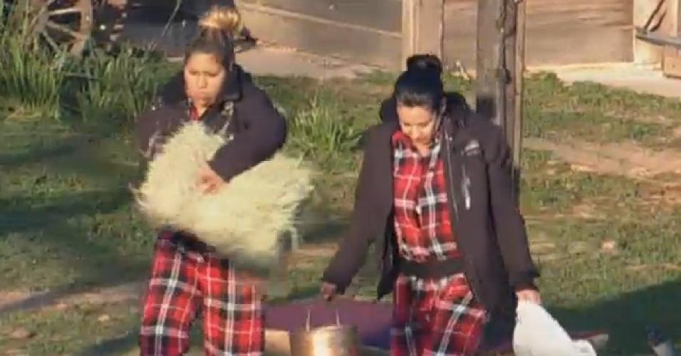 10.ago.2013 - Scheila Carvalho ajuda Mulher Filé a cuidar das Lhamas